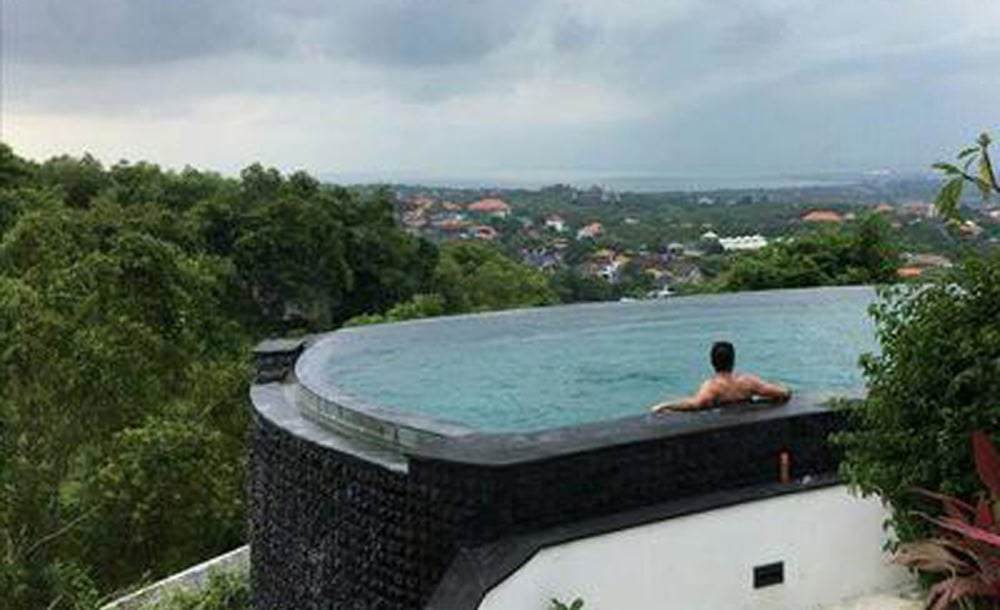 Infinity Edge Pool At Villa Oceans